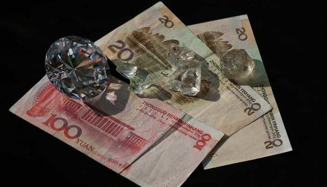 יואן סיני עם יהלומים