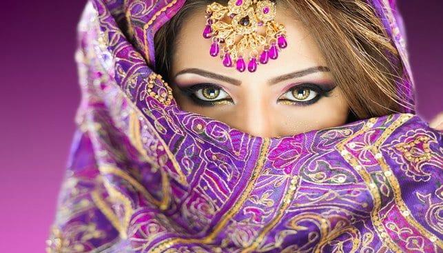אישה הודית בלבוש כלה מסורתי