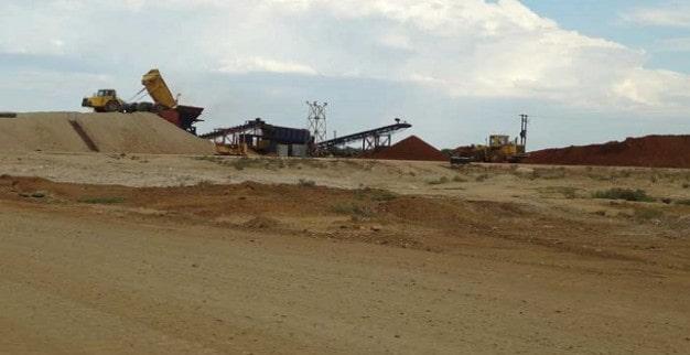 משאית פורקת עפר במכרה קליפדאם של רוקוול