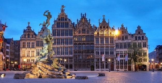 כיכר השוק הגדולה אנטוורפן בלגיה