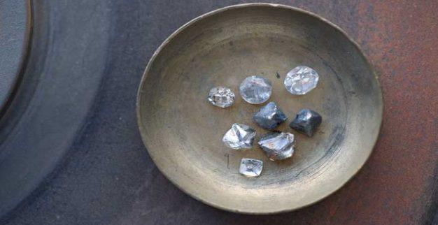 יהלומים גלם צלחת