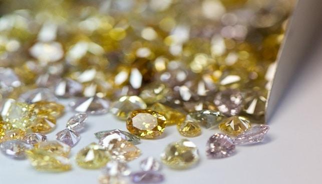 יהלומים צבעוניים במגוון צבעים וליטושים