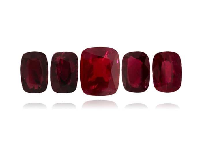 אבן רובי בורמזיתאיכותית צבע דם יונה . הצעה מיוחדת מחברת החודש: 158.480 דולר לכל הסט (מחיר לפני: 220,000 דולר)