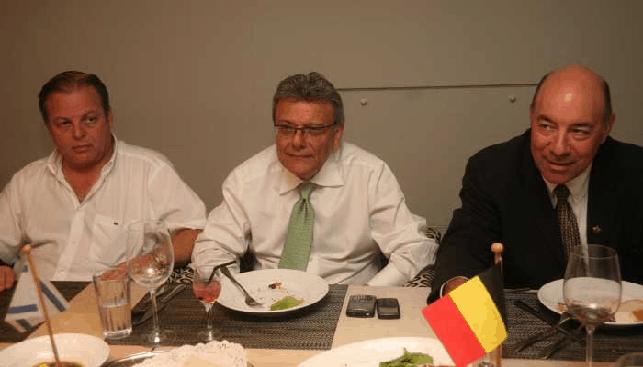 נשיא ההתאחדות מוטי גנץ, נשיא WDC אלי איזקוב והנציג הקנדי לואיס פרון