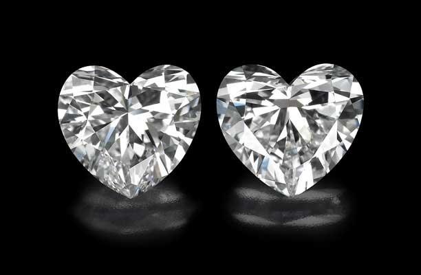 זוג יהלומים בליטוש לב במשקל 1 קרט בהתאמה מושלמת