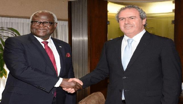 נשיא הבורסה יורם דבש עם נשיא סיירה לאון, ארנסט ביי קורומה