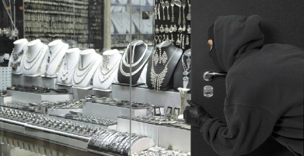 שודד תכשיטים בחנות (אילוסטרציה)