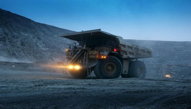 משאית בלילה במכרה ונשיה של דה בירס