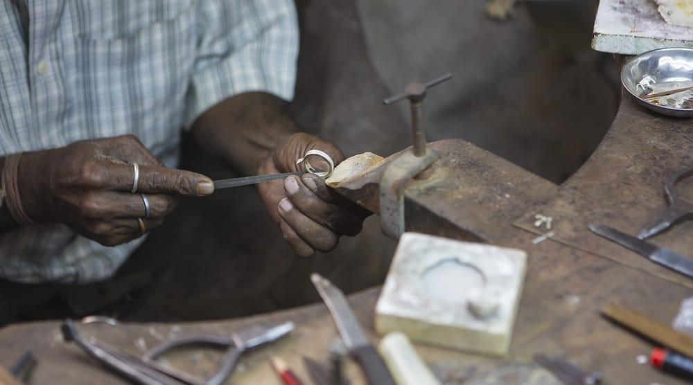 ייצור תכשיטים יהלומים הודו