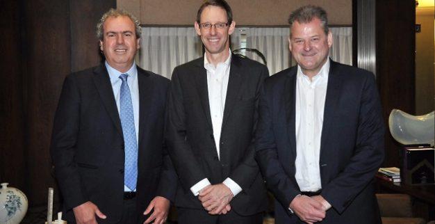 מימין לשמאל: פול ראולי, סמנכ