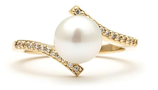טבעת פנינה ויהלומים