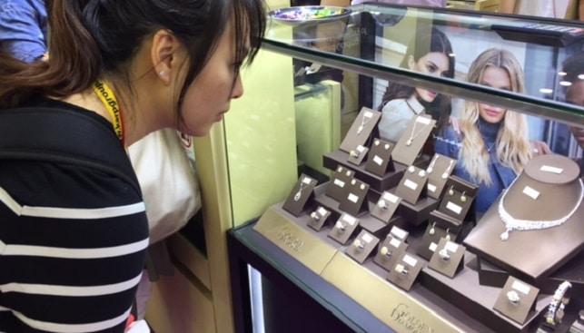 דוכן יהלומים תכשיטים סין