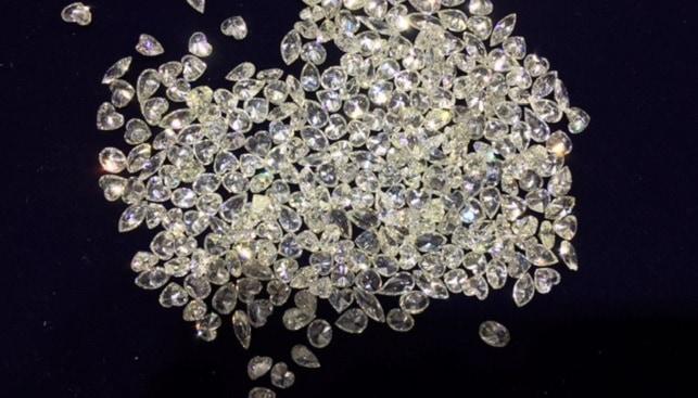 תפזורת יהלומים יהלומי גלם
