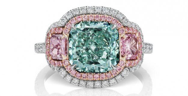טבעת יהלומים צבעוניים