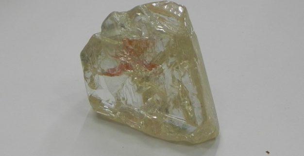 יהלום גלם לבן גדול