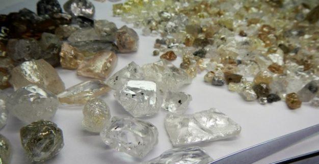 יהלומי גלם יהלומים אנגולה