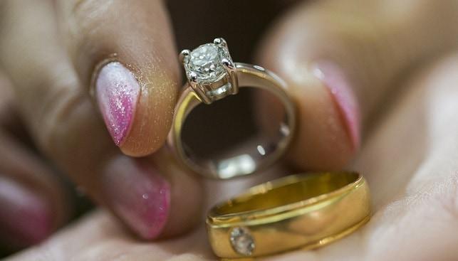 טבעת נישואין זהב יהלומים
