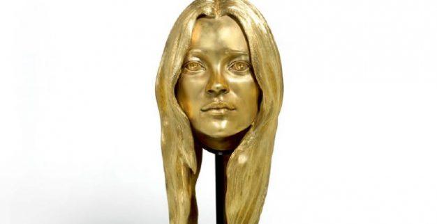 קייט מוס פסל זהב