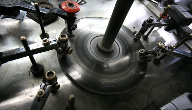 ליטוש יהלומים במפעל