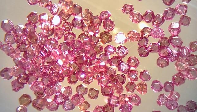 מחקר יהלומים אדומים ורודים