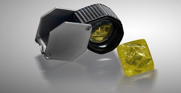 יהלום פנסי ויויד צהוב