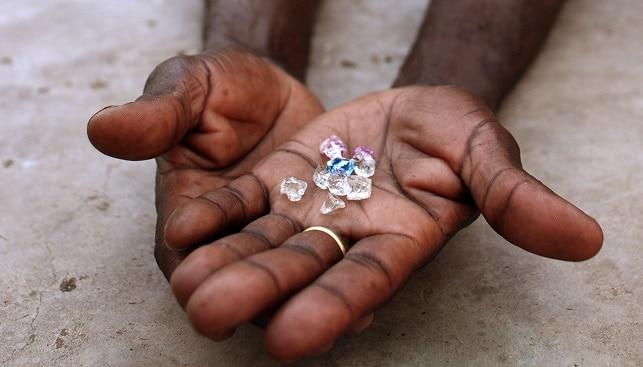 כריית יהלומים במכרות אפריקה