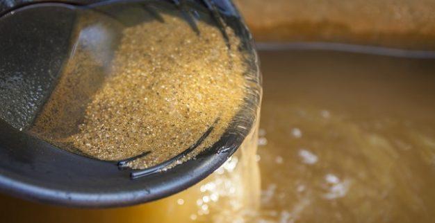 כריית זהב ידנית חול