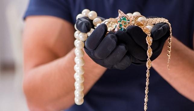 שוד תכשיטים ויהלומים גנב