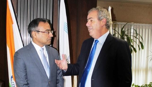 נשיא בורסת היהלומים יורם דבש עם שגריר הודו בישראל