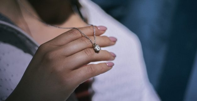 שרשרת יהלומים בקמפיין לקידום יהלומים טבעיים של DPA
