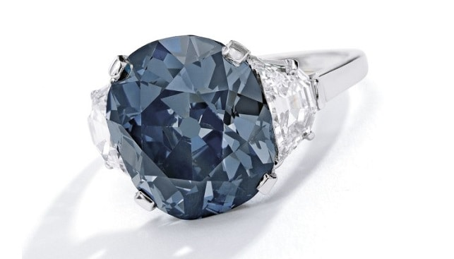 טבעת יהלום כחול סותביס