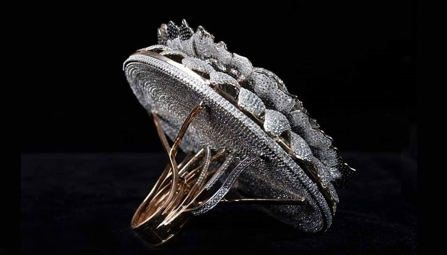 טבעת יהלומים שיא גינס
